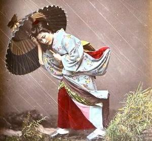 36-parasol-woman